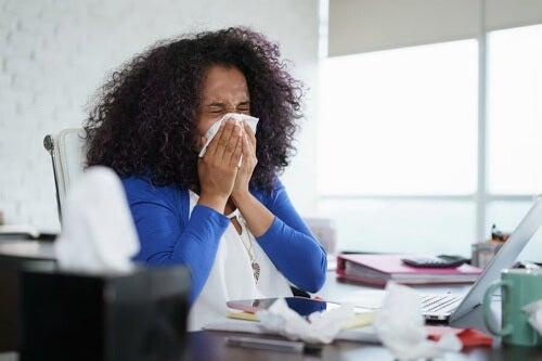Perché si sviluppano le allergie? Teorie scientifiche