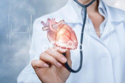 Medico con stetoscopio e disegno del cuore