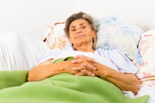Donna con morbo Alzheimer e disturbi del ritmo circadiano