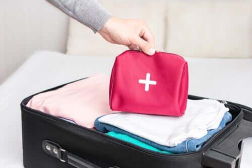 Kit di primo soccorso da viaggio: come prepararlo