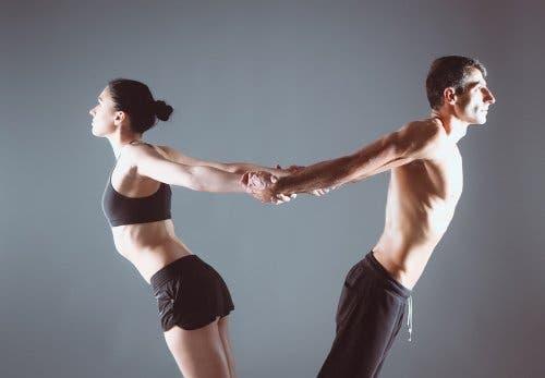 Yoga per la coppia: Urdhva Uttanasana