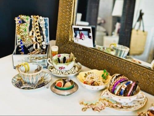 7 oggetti da non conservare in bagno, bigiotteria e gioielli