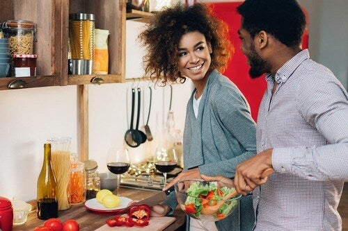 Cucinare in coppia: ma quanti benefici!