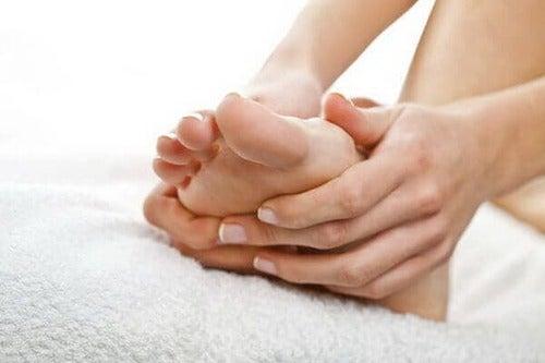 Ridurre il gonfiore dei piedi in gravidanza