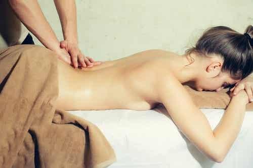 Massaggi erotici al partner e benefici