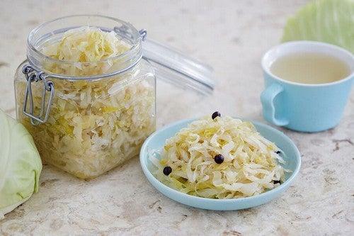 Preparare il kimchi, il cibo fermentato più sano