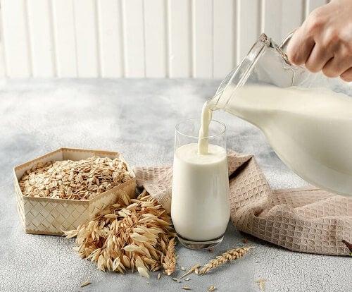Il latte d'avena: proprietà e benefici