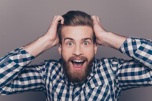 Uomo con barba e capelli