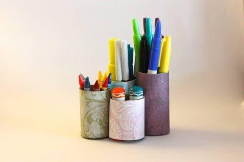 Portapenne riciclati per un arredamento ecologico