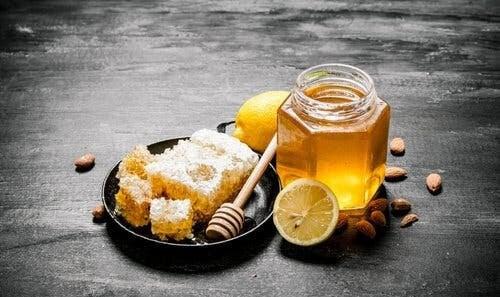 Come guarire dalla influenza con miele e limone.