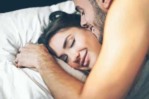 Il sesso mattutino: vantaggi e consigli
