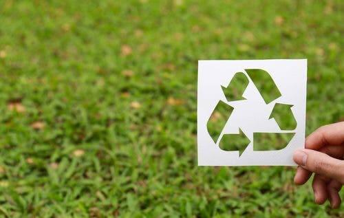 Riciclare i materiali riutilizzabili per proteggere l'ambiente
