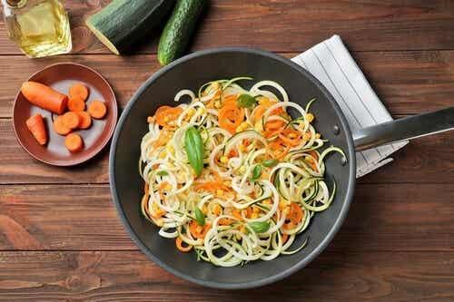 Spaghetti con zucchine e carote, buoni e nutrienti