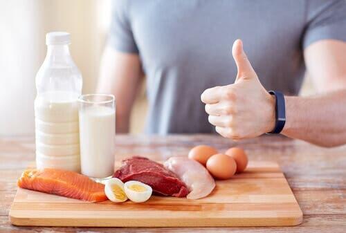 Tagliere con fonti di proteine