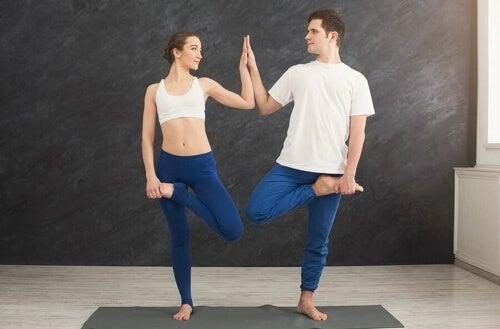 Yoga per la coppia: un modo per rafforzare la relazione