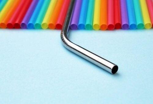 Cannucce in metallo, un'alternativa per ridurre la plastica