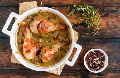 Pollo ai funghi champignon: 2 deliziose ricette