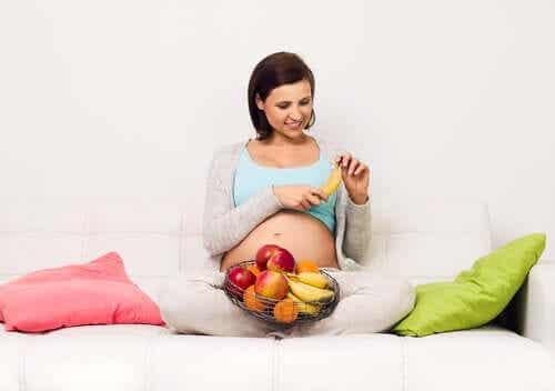 Troppi zuccheri in gravidanza: quali rischi?