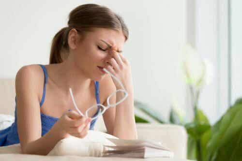 Trattare il dolore oculare con rimedi naturali