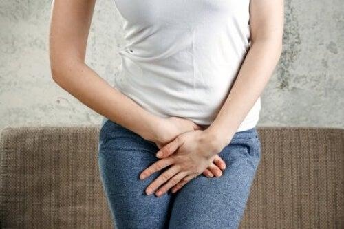 Donna con infezione genitale