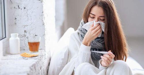 Donna con la febbre.