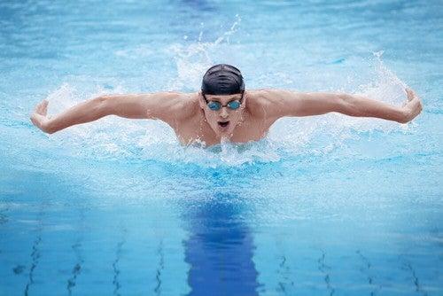 Nuoto tra gli sport per chi soffre di ipertensione