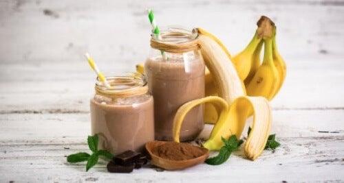 Frullato saziante con banana e cacao