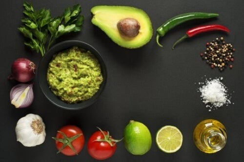 Ingredienti per il guacamole fresco