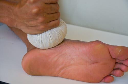 Impacchi freddi sul piede