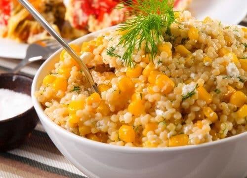 Insalate con la quinoa e mais