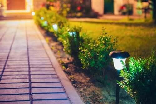 Lampade per decorare gli spazi esterni