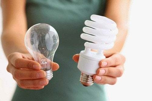 Confronto tra lampadine led e normali per una casa ecosostenibile.