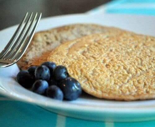 Pancake con farro e mirtilli