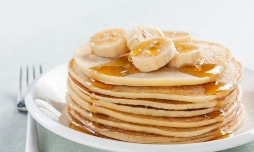 Pancake alla banana con sciroppo