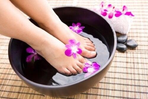 Pediluvio per sbarazzarsi del cattivo odore dei piedi