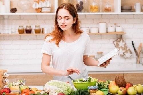 Alimentazione per i calcoli biliari: cibi consentiti e vietati