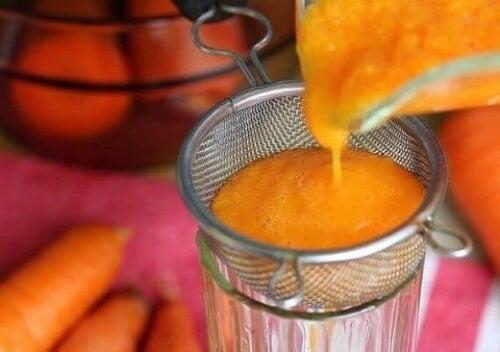 Sciroppo di carote filtrato.
