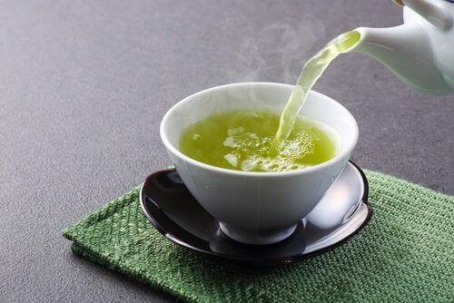 Tazza con tè verde