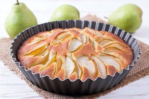 Torta alle pere senza zucchero: ricetta sana e gustosa