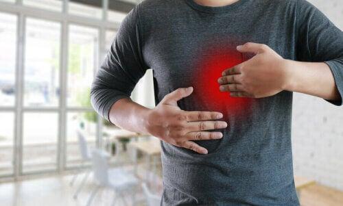 Rimedi naturali per il reflusso gastrico: 3 soluzioni efficaci