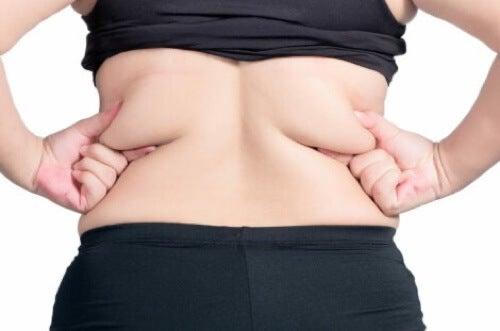 Accumulo di grasso nella schiena.