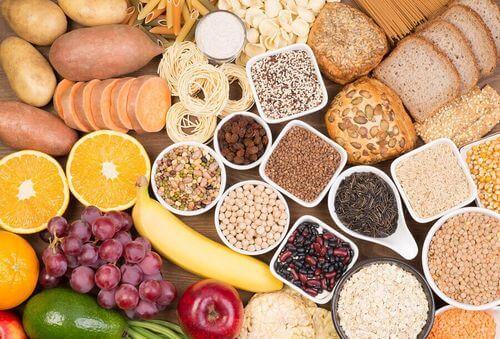 Alimenti con carboidrati complessi.