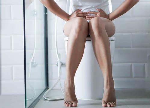 Donna con diarrea da salmonellosi.