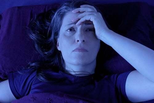 Donna che soffre di un disturbo del sonno.