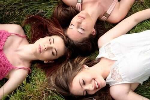 Il ciclo mestruale si sincronizza davvero nelle donne?
