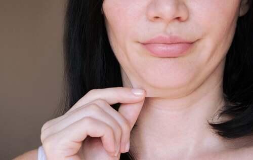 Donna con il doppio mento.