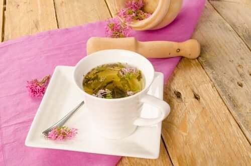 La valeriana è uno dei rimedi utilizzati per calmare il nervosismo e la insonnia.