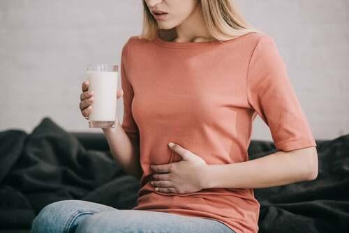 Donna intollerante al lattosio.