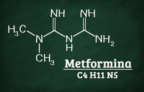 Formula chimica della Metformina presente nel qtrilmet per il diabete.