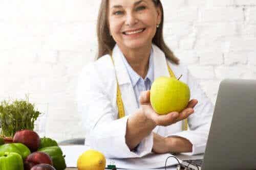Dieta per l'anziano: quali sono gli alimenti più sani?